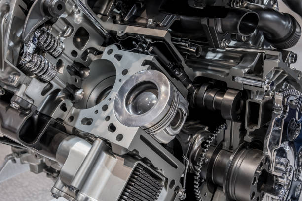 Cutaway of car powertrain Car engine cut off view piston stock pictures, royalty-free photos & images