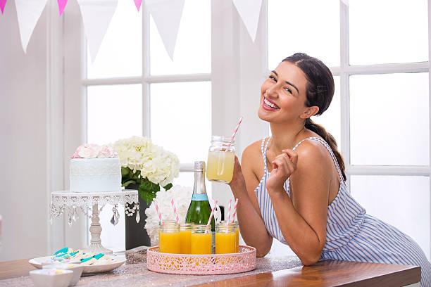 cute adorable planner organizer homemade mimosa champagne brunch party - brautparty kuchen stock-fotos und bilder