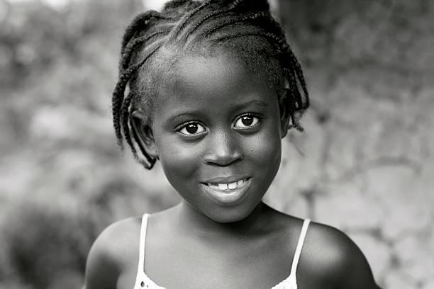 süße afrikanische mädchen - ghana zöpfe stock-fotos und bilder