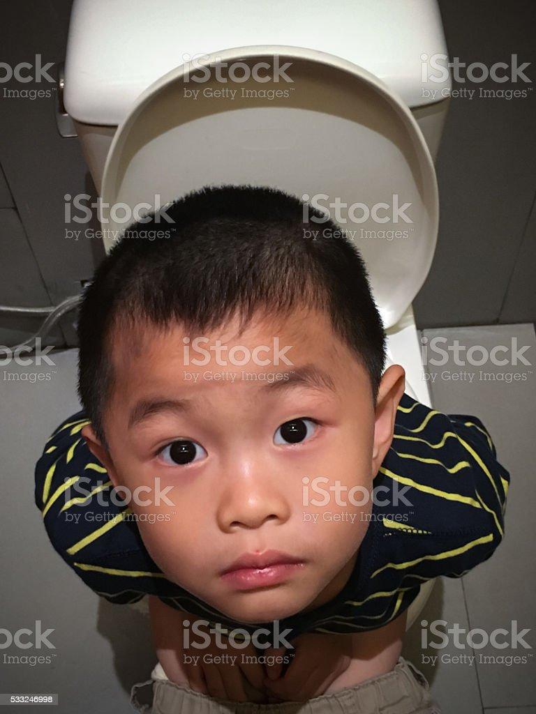 Niedlich asiatische mit Toilette – Foto