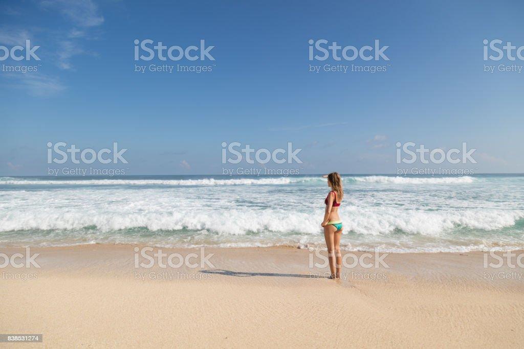 niedlich nackt madchen am strand