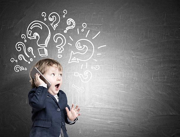 cute baby and question marks - fragen für jungs stock-fotos und bilder