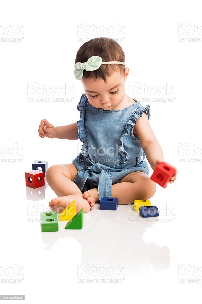 Cute baby girl playing with toy blocks - foto de stock