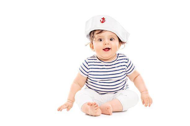 süßes baby-mädchen mit matrose mütze - matrosin kostüm stock-fotos und bilder