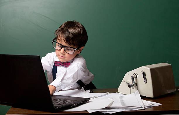 hübsche business mann, kind - kleinkind busy bags stock-fotos und bilder