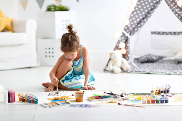 Cute child girl paints at home picture id947271520?b=1&k=6&m=947271520&s=612x612&w=0&h=x68pffj2ex29ln6auxf5toju6lpnmdxwykjvnepbd3e=