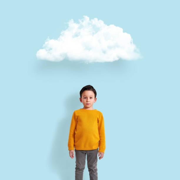 enfant mignon avec nuage - nuage 6 photos et images de collection