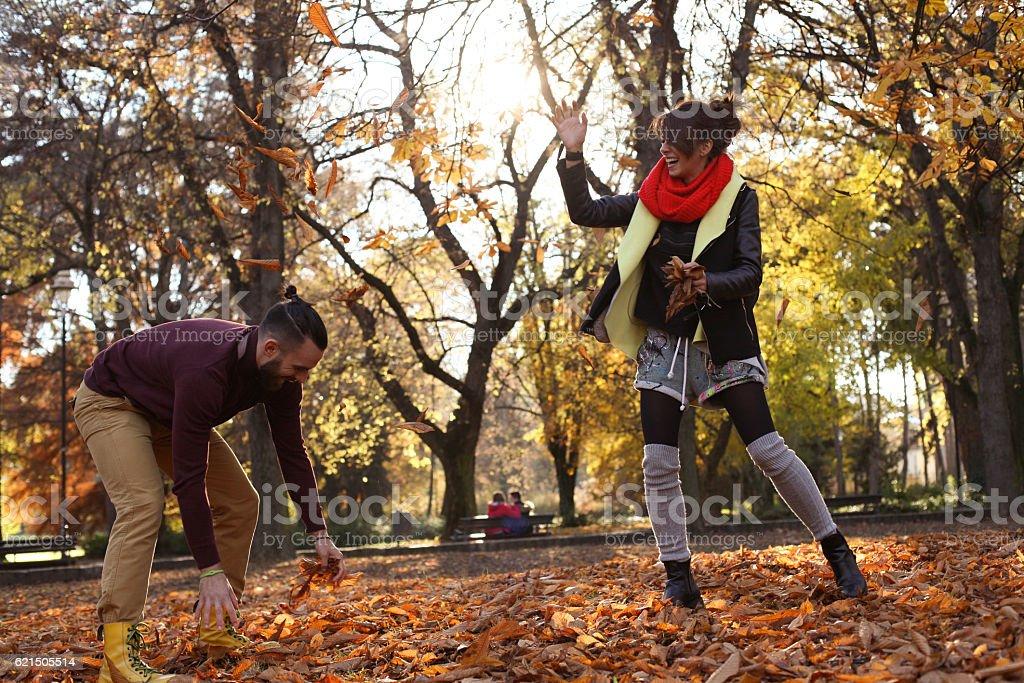 Niedlich Paar im Park. Lizenzfreies stock-foto