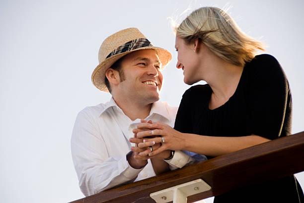 Süßes Paar auf einem Kreuzfahrtschiff – Foto
