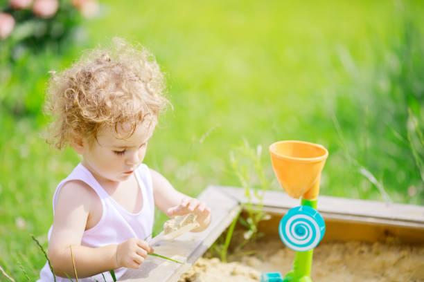 Cute curly little boy playing in the sandbox picture id1046009804?b=1&k=6&m=1046009804&s=612x612&w=0&h=3kf3s45spn5m50jlpmcmaahxdvcojpq n5ucmesgkvk=