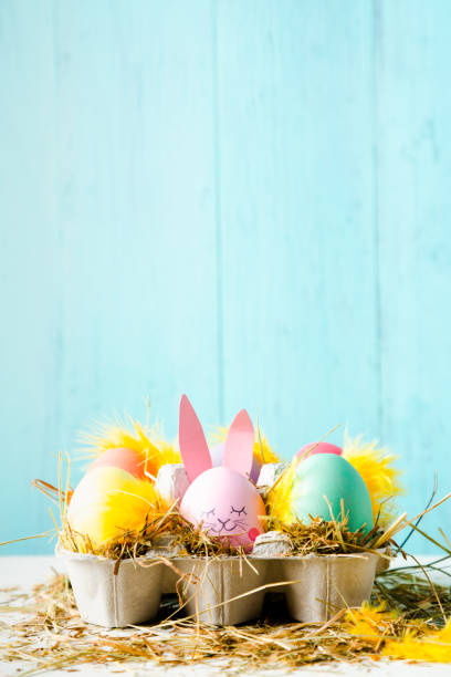 süße ostern eier komposition mit textfreiraum - osterhase zeichnen stock-fotos und bilder