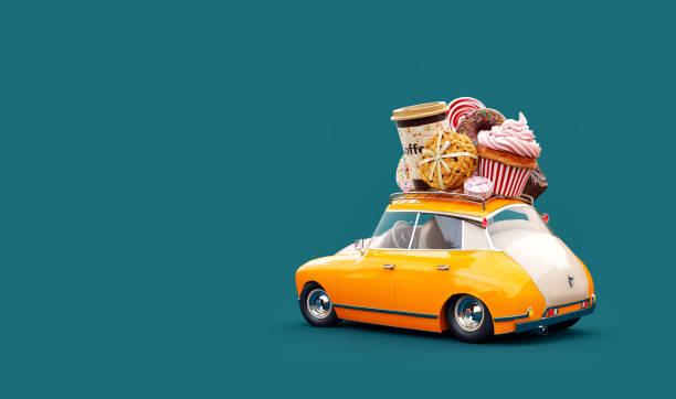 niedliches fantastisches schokoladenauto mit süßigkeiten und kaffee auf der oberseite. - make up torte stock-fotos und bilder