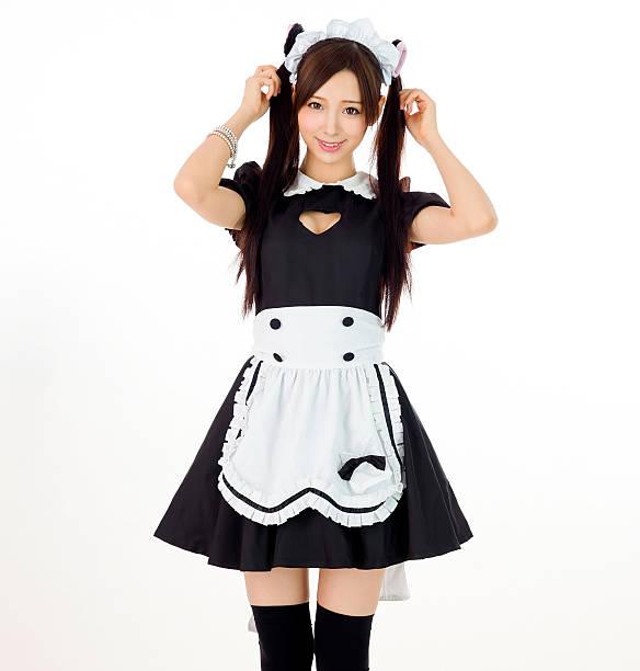 süßes mädchen maid in weißem hintergrund japanische stil zeigen brust - cartoon kostüme stock-fotos und bilder