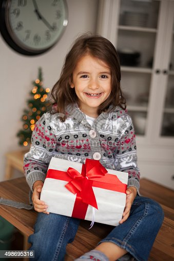 1061876006 istock photo cute girl with gift box 498695316