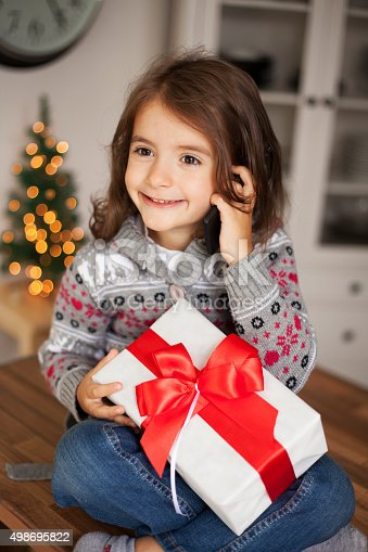 1061876006 istock photo cute girl with gift box 498695822