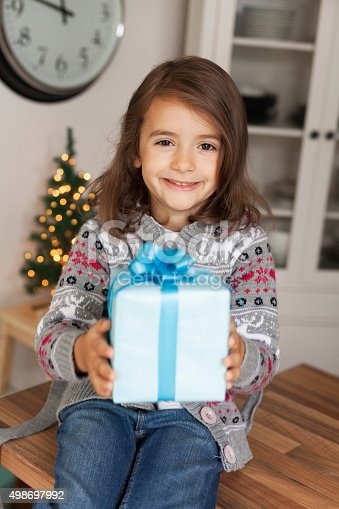 1061876006 istock photo cute girl with gift box 498697992