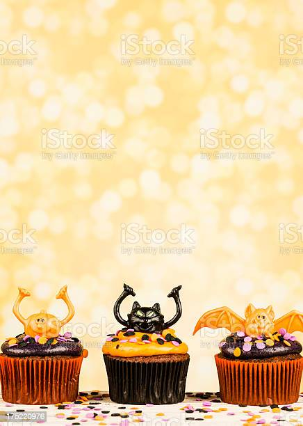 Cute halloween cupcake border picture id175220976?b=1&k=6&m=175220976&s=612x612&h=xhkfoz8jnatmwlrqgiuxxwiynt25fmbrrco9x7plmfq=