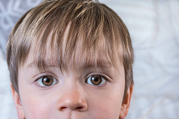 Süße Kind mit großen Augen – Foto
