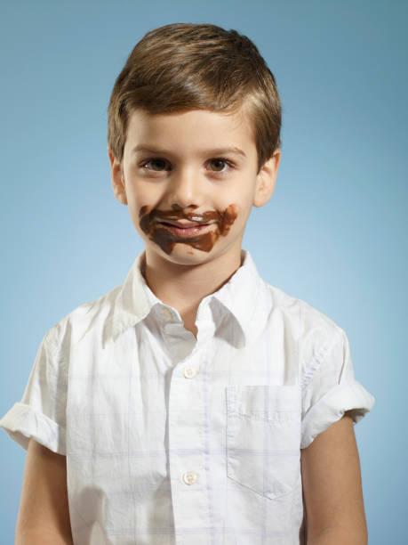 cute kid with chocolate stains - boca suja imagens e fotografias de stock