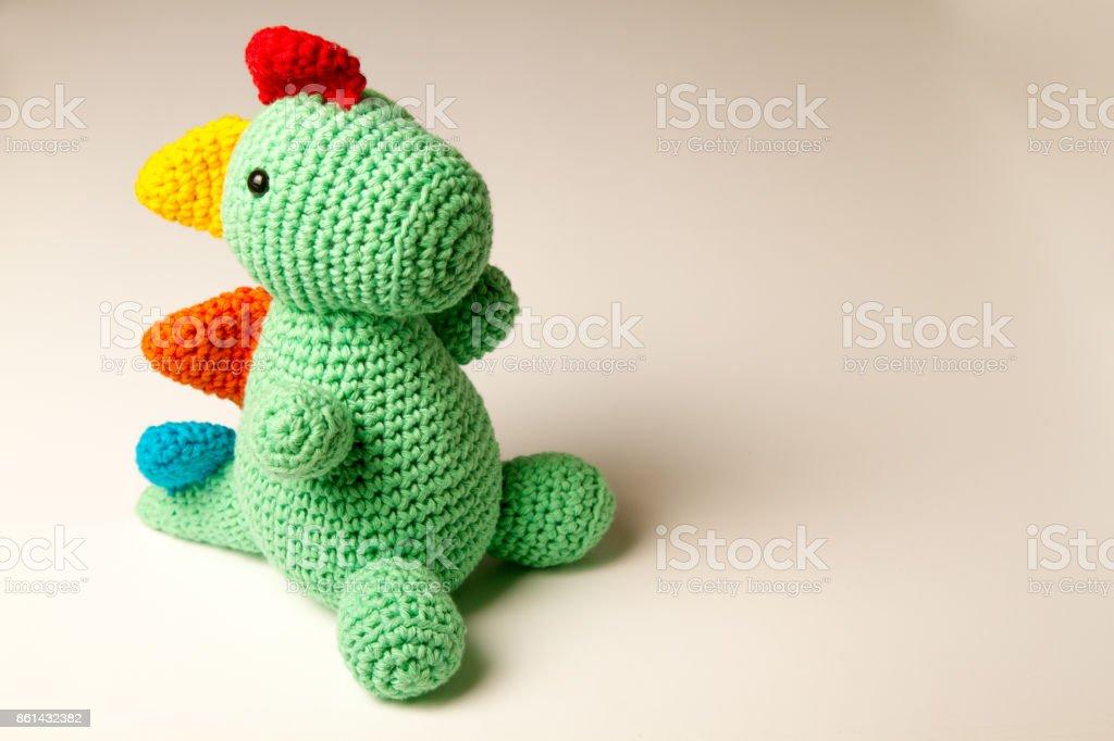 Lindo punto dinosaurio muñeca – amigurumi - foto de stock