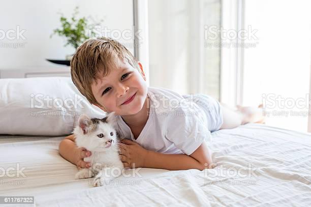 Cute little boy and a kitten enjoying in bedroom picture id611767322?b=1&k=6&m=611767322&s=612x612&h=vf5yukwtwtsyfoljbeicevvsozxaepfqey kvcljmsc=