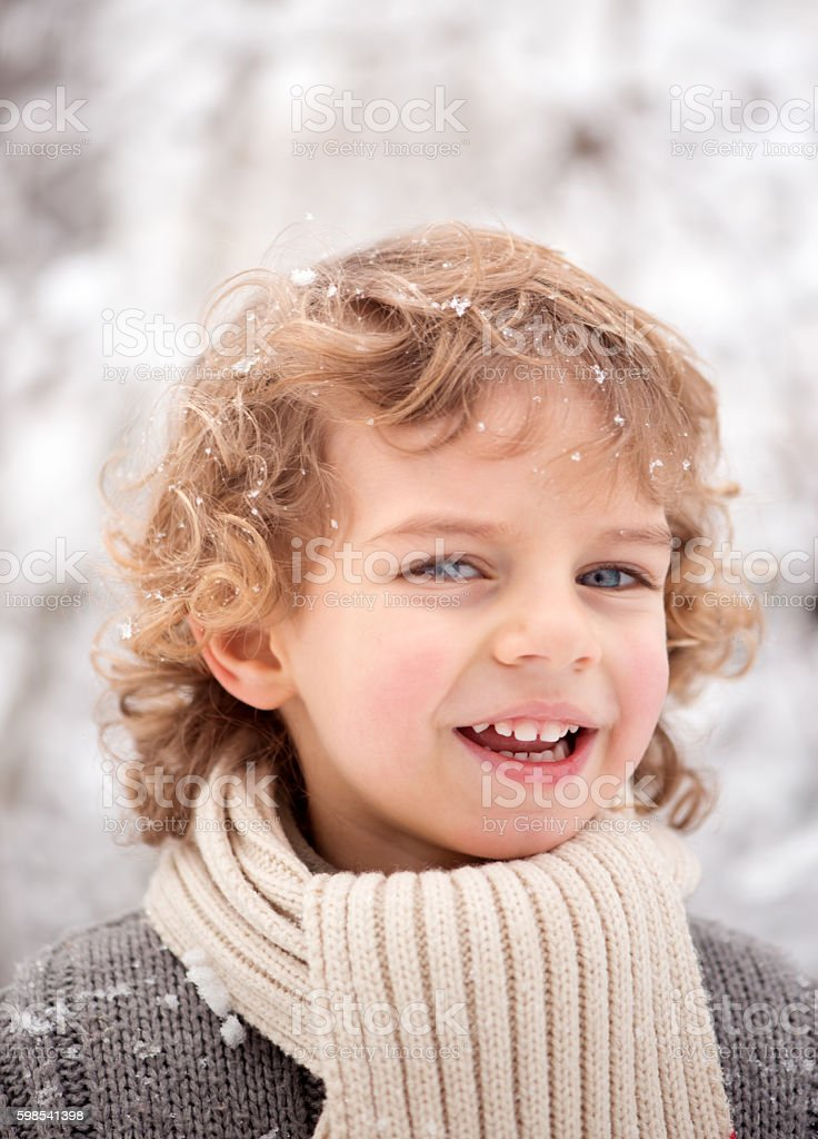 Cute Little Boy in the Winter photo libre de droits