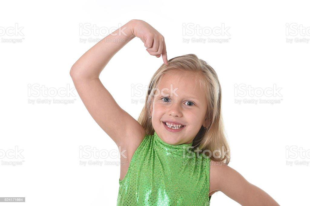 Niedlich Kleines Mädchen Zeigt Sich In Körperteilen Lernen Schule ...