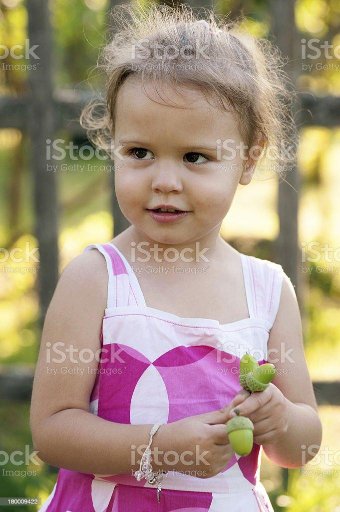 귀여운 소녀만, acorns royalty-free 스톡 사진