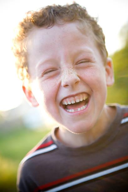 Niedlich kleines Kind Lachen – Foto