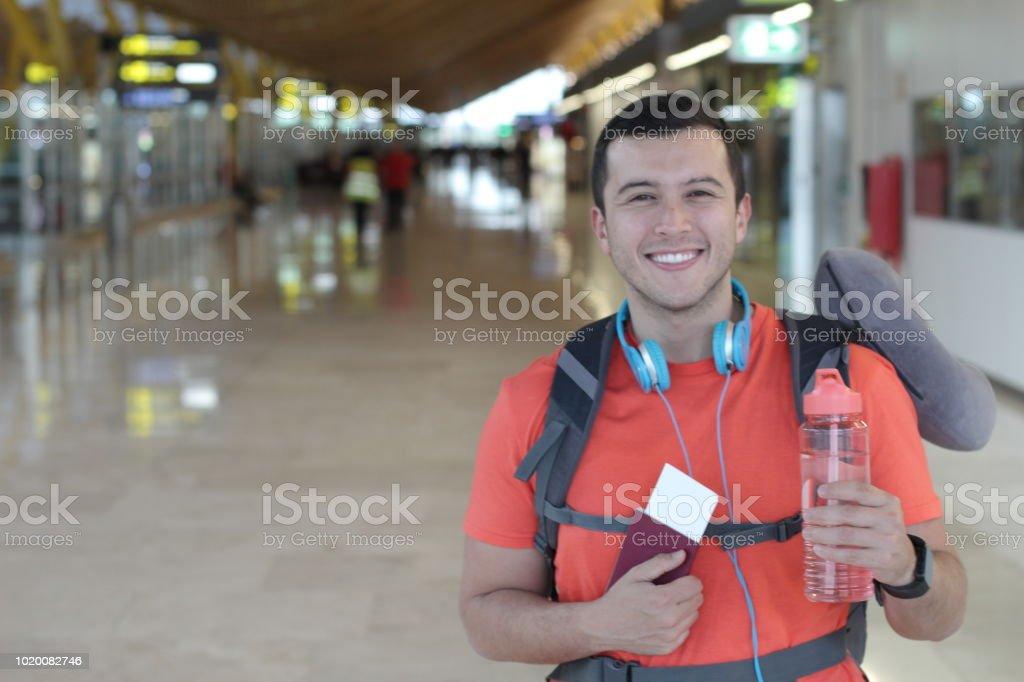 Sevimli erkek yolcu bir yolculuk için hazır stok fotoğrafı