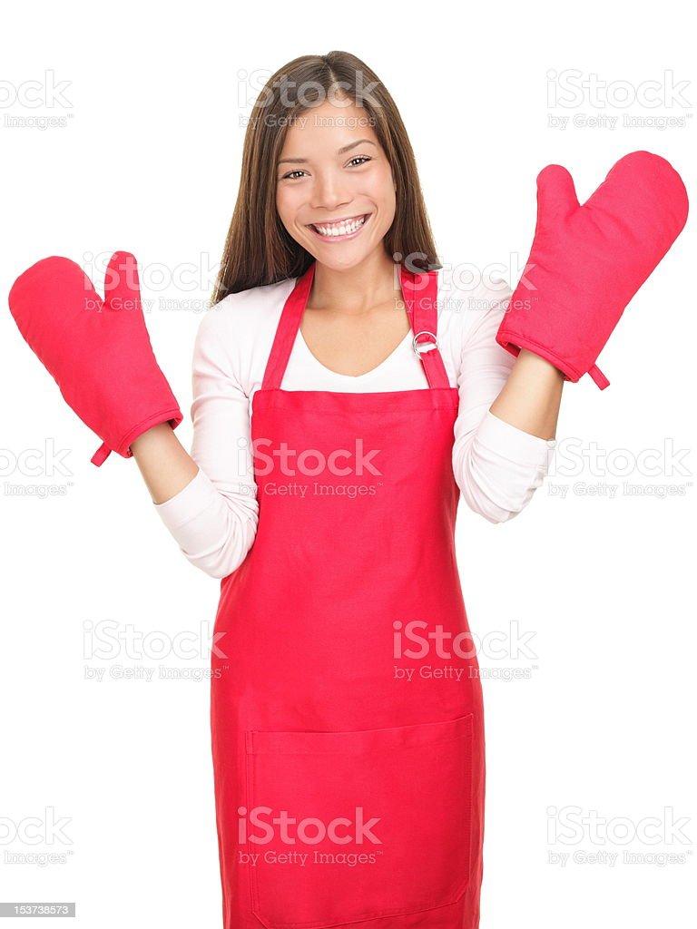 Jolie jeune femme souriante avec des gants de cuisine isolé - Photo