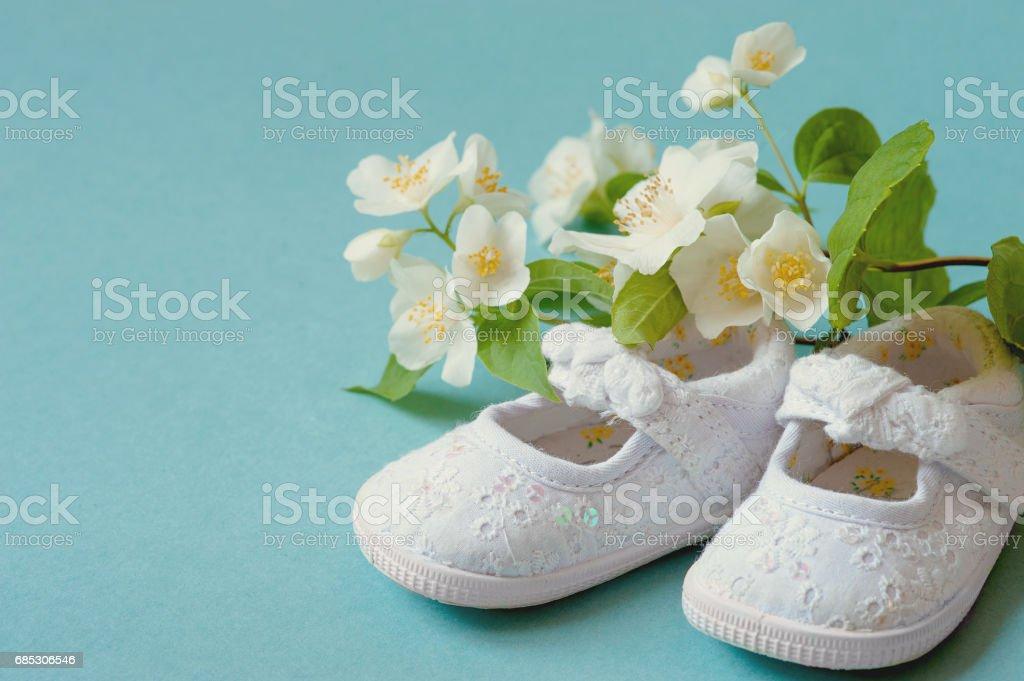 Niedlich Blüht Weiß Vintage Leder Baby Babyschuhe Mit Feder