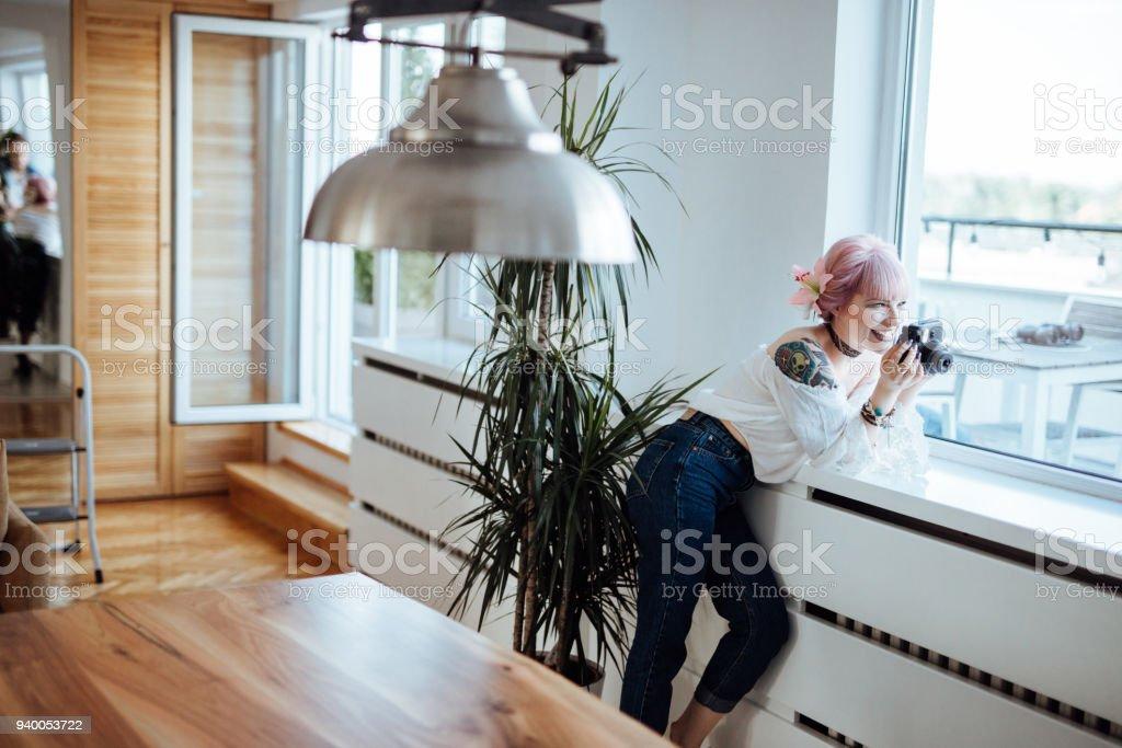 Foto de mulher bonita tomada de seu namorado - foto de acervo