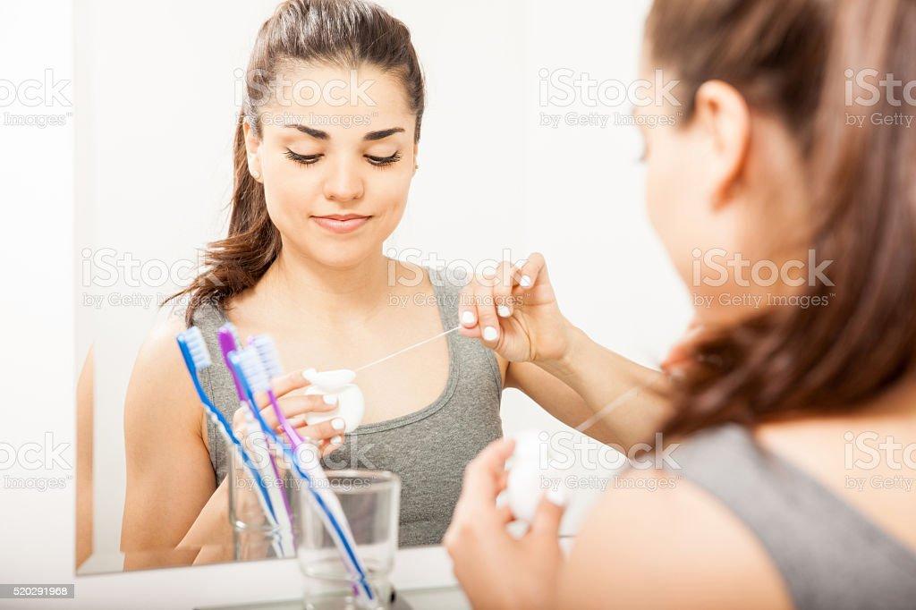 f1b8e494d Mulher Bonita Usando Fio Dental Alguns - Fotografias de stock e mais ...