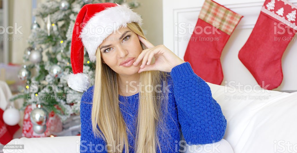 Cute young woman with Santa Claus hat foto royalty-free