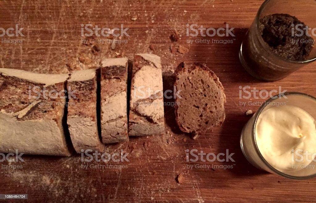 Geschnitten Brot mit butter – Foto