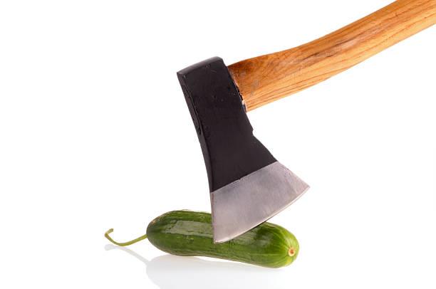 couper un concombre - circoncision photos et images de collection
