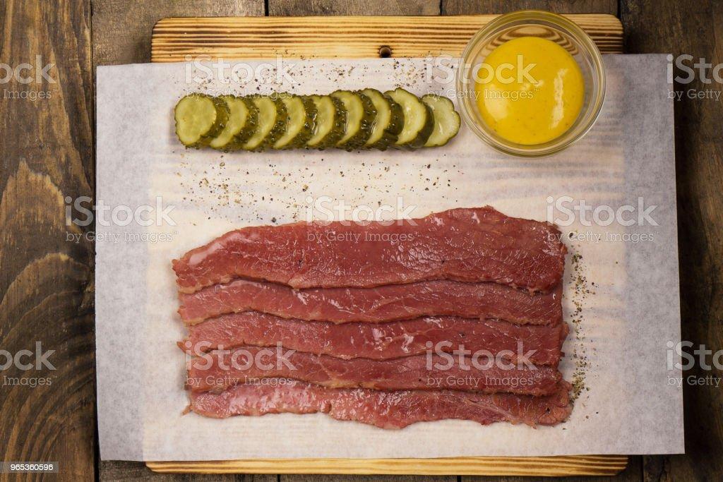 오이 및 겨자 가공 고기 - 로열티 프리 0명 스톡 사진