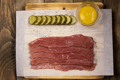 오이 및 겨자 가공 고기 0명에 대한 스톡 사진 및 기타 이미지
