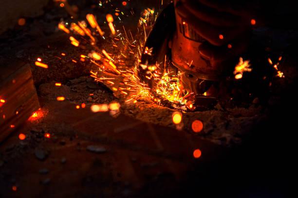 cutting metal - ambient temperature imagens e fotografias de stock