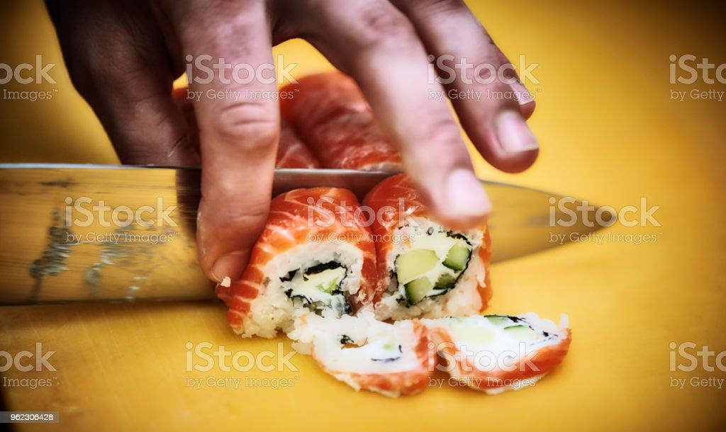 Schneiden Sushi – Foto