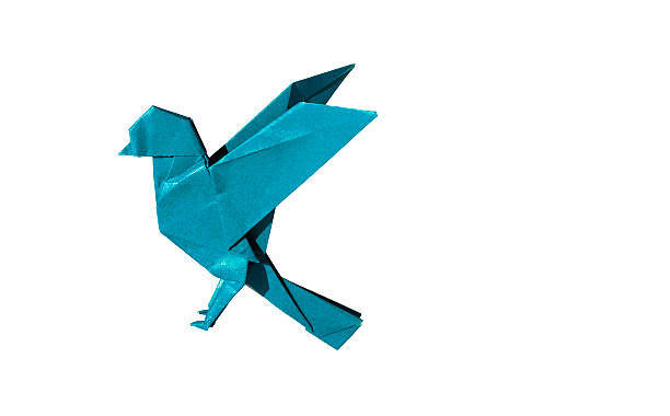cyan origami oiseau robin isoated sur blanc - origami photos et images de collection