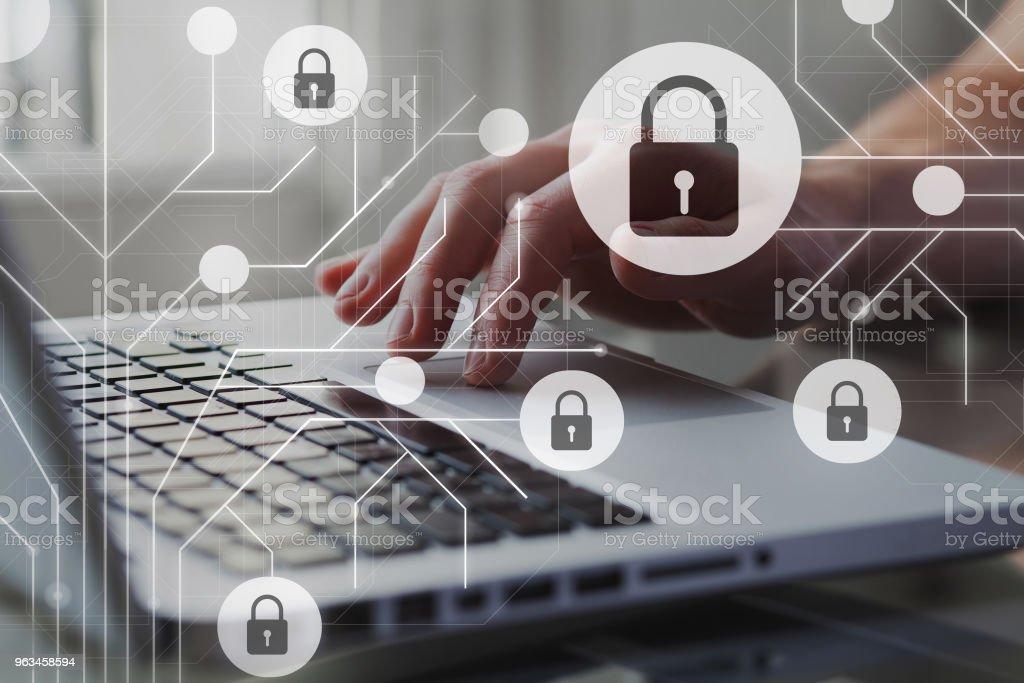 Concepto de la seguridad de Cyber internet. GDPR y la ciberseguridad. Protección de datos personales privados. Una persona que usa internet en la computadora portátil en el fondo. - Foto de stock de Reglamento General de Protección de Datos libre de derechos