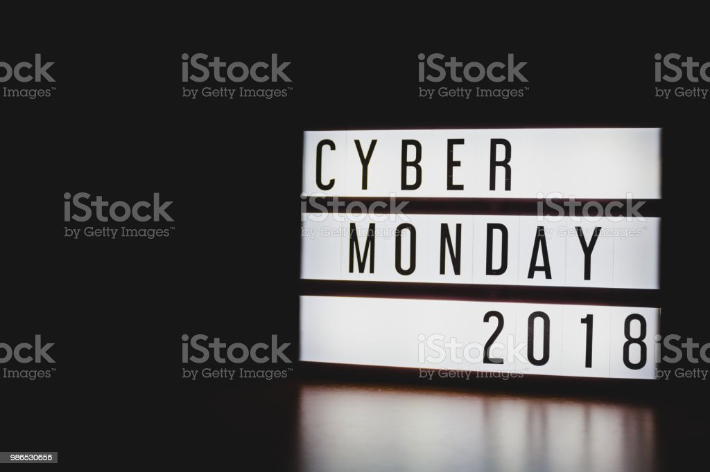 'Cyber Monday 2018' text in lightbox. – zdjęcie