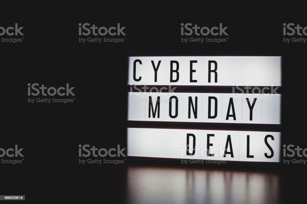 'Cyber Monday Deals' text in lightbox. – zdjęcie