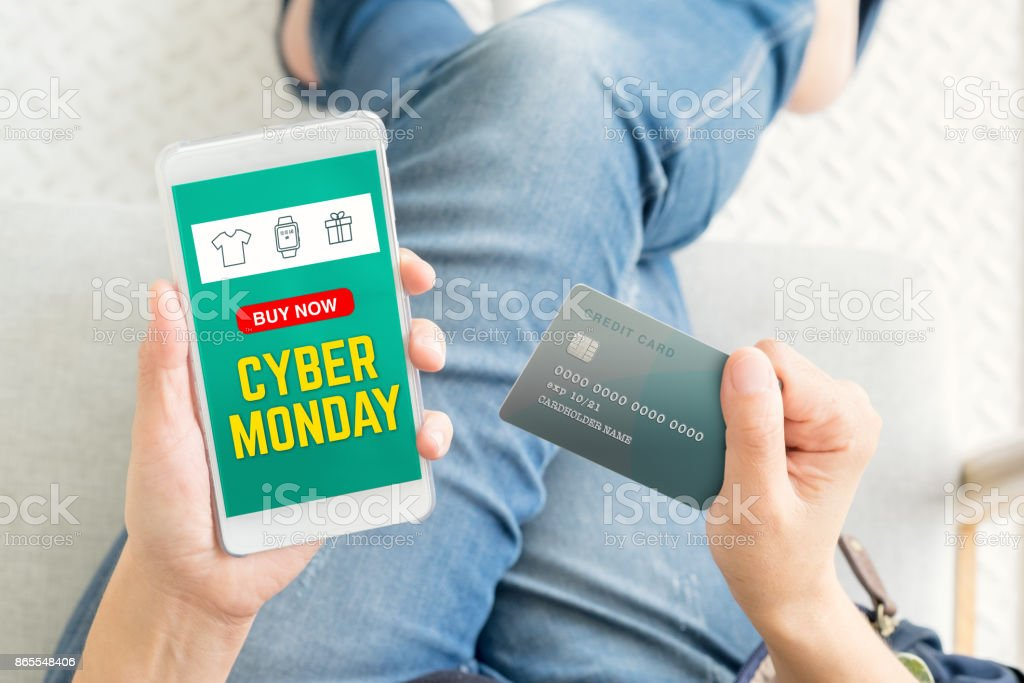 cyber Monday sale using credit card to buy with promo code,Top view close up woman hand shopping online with mobile app,digital marketing concept - Стоковые фото Банковское дело роялти-фри