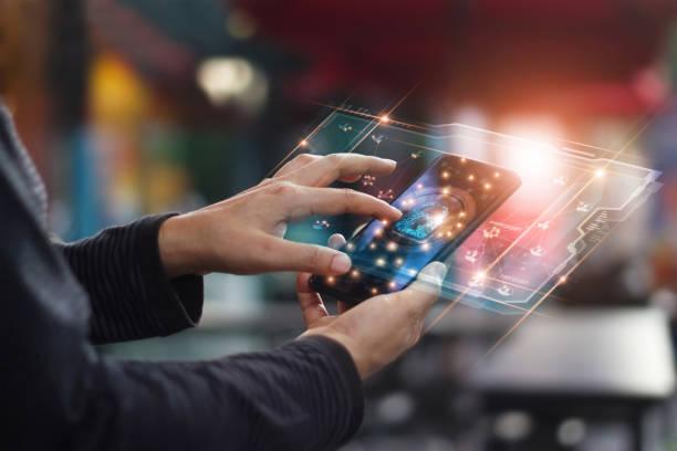 Cyber-Sicherheit. Datenschutzkonzept. Banking-Sicherheit. Hände berühren digital Symbol Vorhängeschloss und Netzwerk-Anschluss auf mobile Smartphone, virtuelle Schnittstelle Bildschirm. – Foto