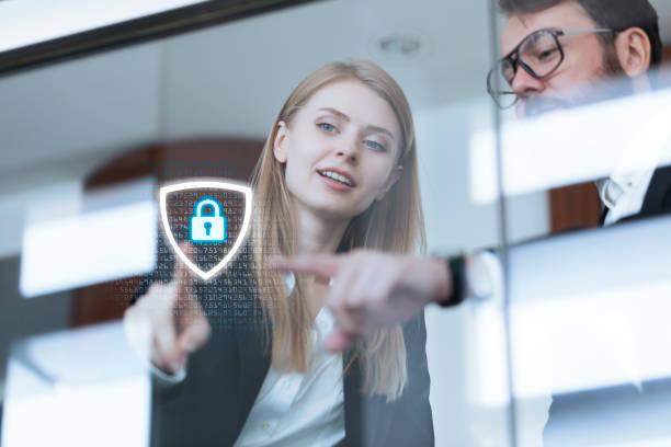 sistemas de segurança cibernética para rede de negócios - computador cadeado - fotografias e filmes do acervo