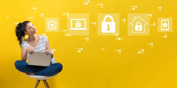 Cyber-Sicherheit mit Frau mit einem Laptop – Foto