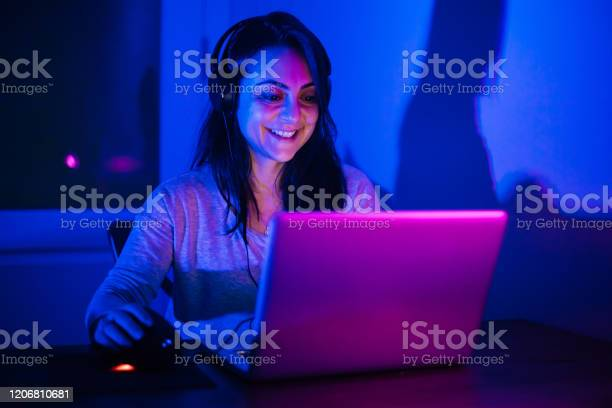 Cyber sport gamer young woman picture id1206810681?b=1&k=6&m=1206810681&s=612x612&h=vif glnlfuqz0 sghyrq2dwups3ruusbjfkofafauqg=